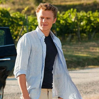 Chris Egan curls