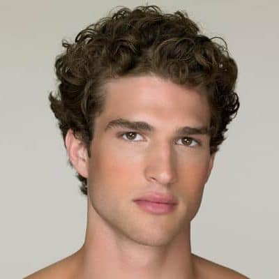Medium mess curly hairstyle