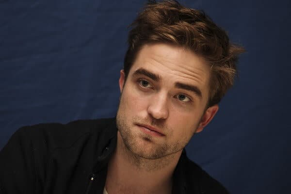 robert pattinson messy hairdo