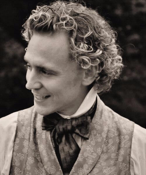 tom hiddleston short curly hairstyles for men