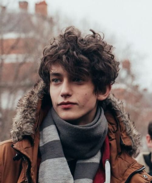 autumn hairstyles for men with wavy hair
