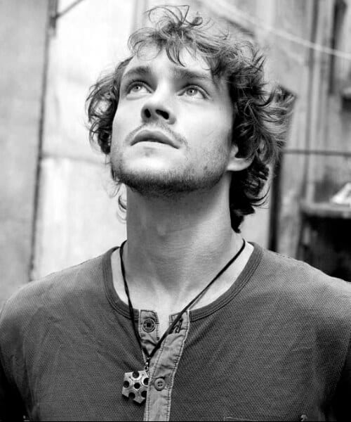 hugh dancy hairstyles for men with wavy hair