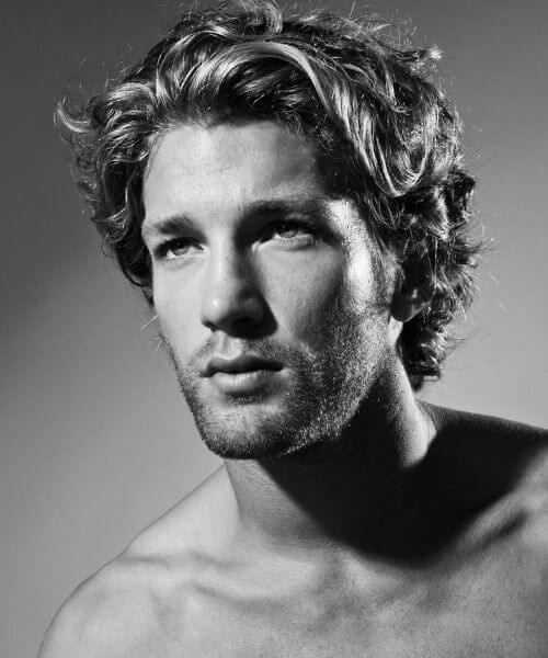 45 Suave Hairstyles for Men with Wavy Hair to Try Out ...