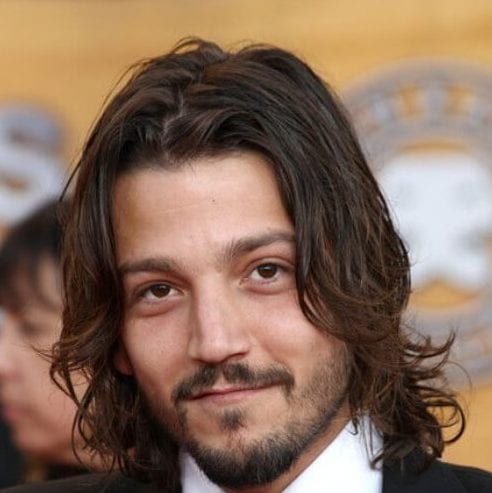 diego luna mens shoulder length hairstyles