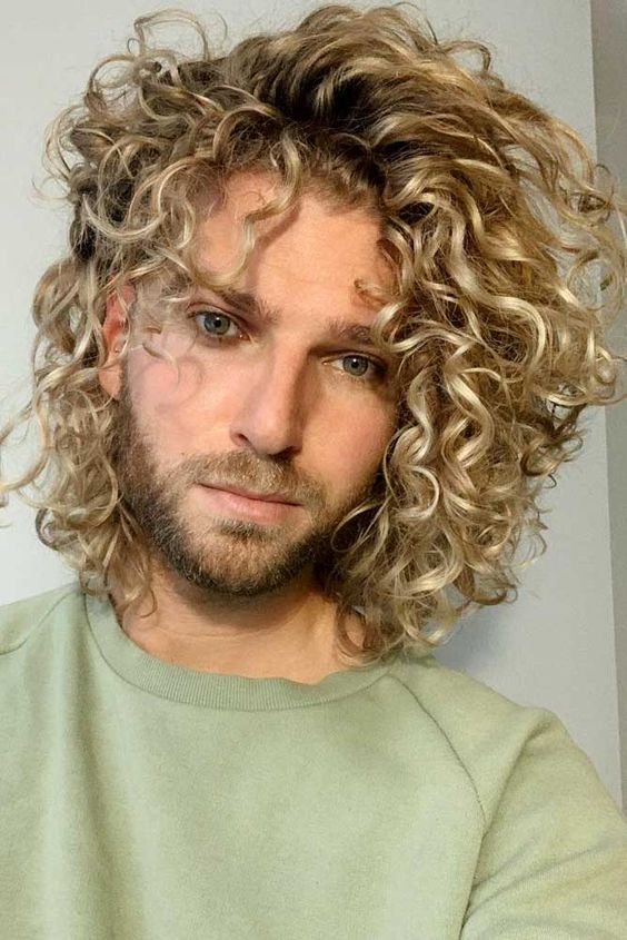 All blonde long Jewfro hairstyles for men